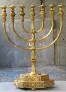 Temple Menorah Replica by Jerusalem's Temple Institute